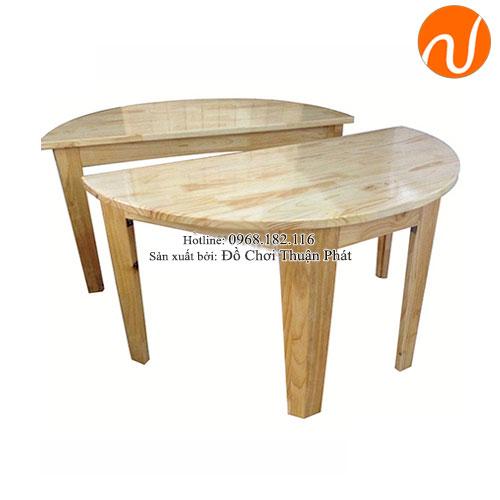 Bàn gỗ mầm non hình bán nguyệt cho bé TP-1104