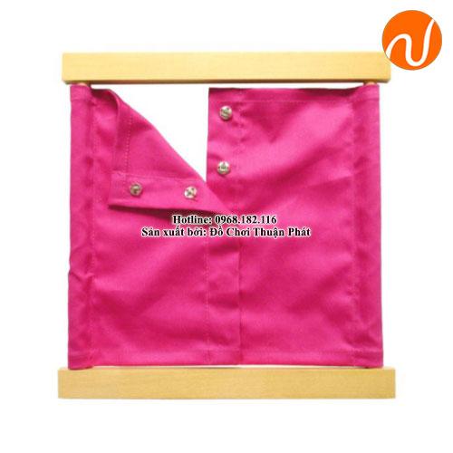 Giáo cụ khung áo và khuy bấm lớn GC03-024 khả năng tập trung và hình thành tính độc lập.