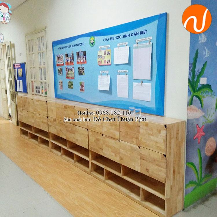 Lắp đặt nhà chòi bằng gỗ, tủ kệ mon cho trường mầm non tại Hà Nội-4