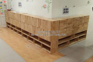 Lắp đặt nhà chòi bằng gỗ, tủ kệ mon cho trường mầm non tại Hà Nội
