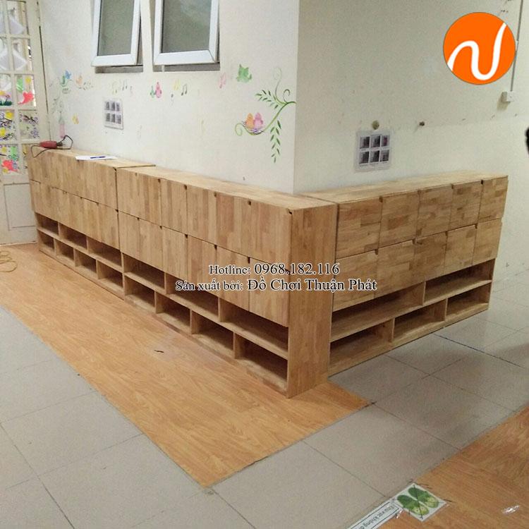 Lắp đặt nhà chòi bằng gỗ, tủ kệ mon cho trường mầm non tại Hà Nội-7