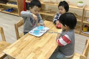 Sản xuất lắp đặt bàn ghế gỗ, tủ kệ mon cho trường mầm non tại Hải Phòng