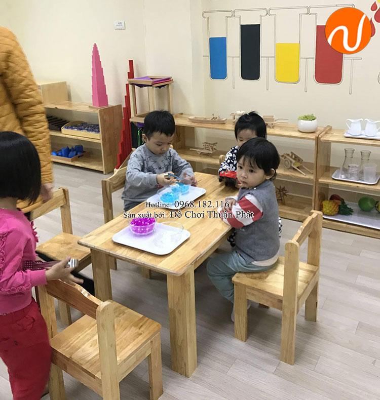 Sản xuất lắp đặt bàn ghế gỗ, tủ kệ mon cho trường mầm non tại Hải Phòng-3