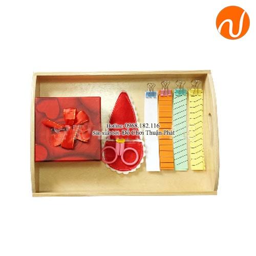Giáo cụ montessori bài học cắt giấy với kéo GC36-496