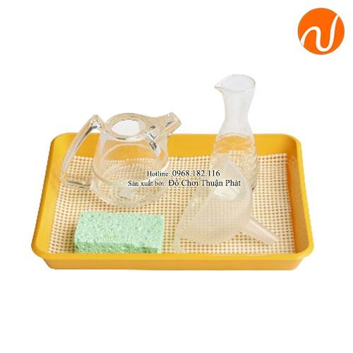 Giáo cụ về bài học rót nước qua phễu với cốc thủy tinh GC36-500 giúp Phân biệt các dạng bình, lọ khác nhau