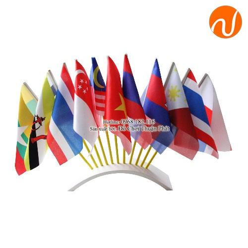 Giáo cụ montessori cờ Việt Nam và các nước Asean có bệ cắm UDKP-5602