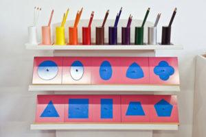 Giáo cụ khung kim loại (tô theo các hình) - Combo GC36-080 giúp trẻ rèn luyện được kỹ năng viết, vẽ.