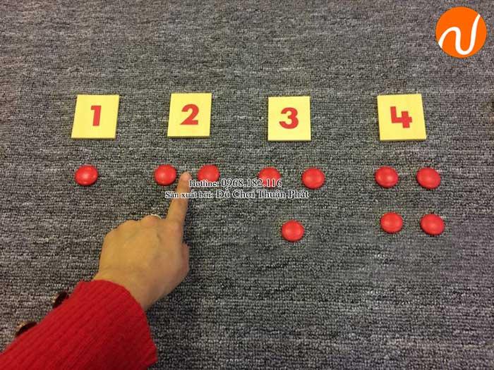 Hướng dẫn sử dụng giáo cụ Montessori thẻ số và hạt chấm đỏ-3