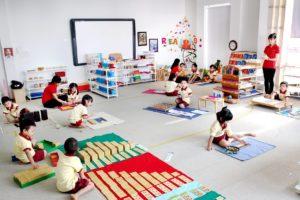 Dạy con theo phương pháp Montessori khác phương pháp truyền thống những gì?