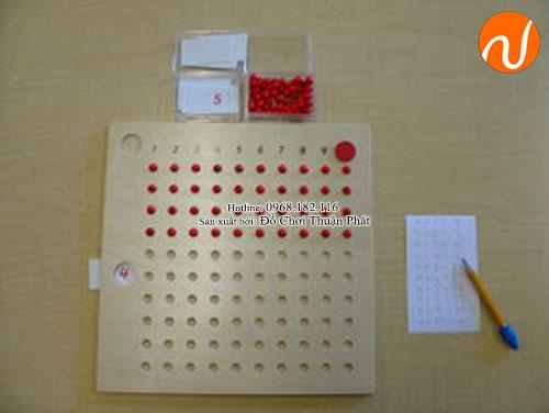 Hướng dẫn sử dụng giáo cụ Montessori bảng phép tính nhân bằng hạt-4