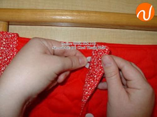 Hướng dẫn sử dụng giáo cụ Montessori cài khuy (cúc) áo-6