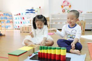 Phương pháp giáo dục Montessori là gì? Và những điều bố mẹ cần biết.
