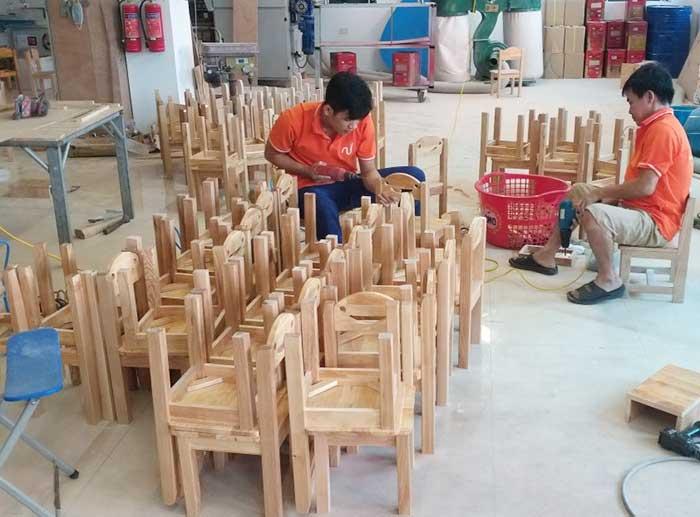 Tư vấn chọn mua bàn ghế gỗ giá rẻ chất lượng cho trường mầm non-1